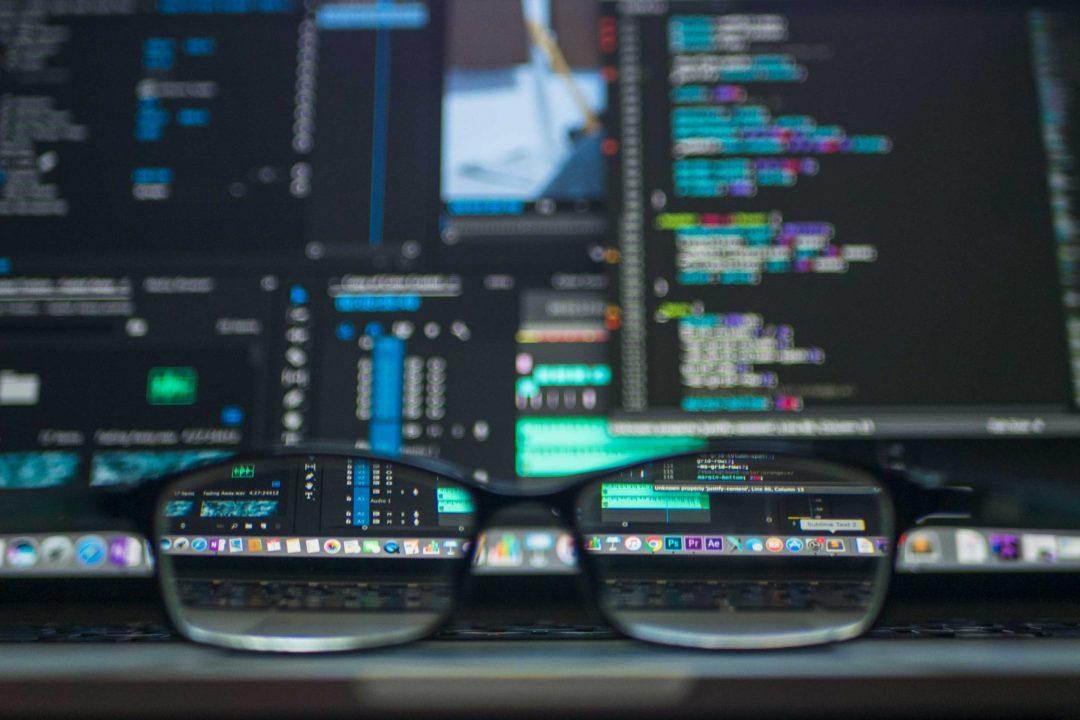 Lunettes et ordinateur